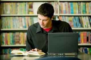 diák (könyvtár, laptop, )