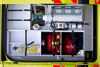 mentőautó (omsz, lélegeztető készülők)