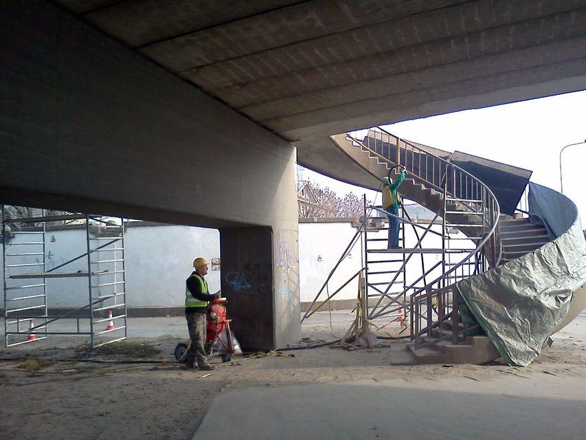 púpos-híd (púpos-híd)