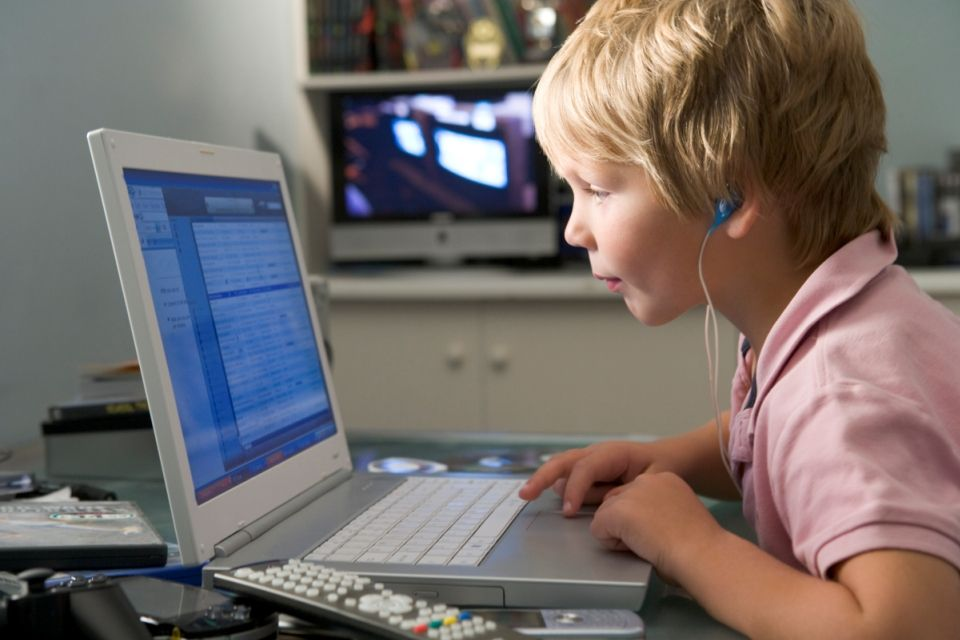 számítógép-gyerek (számítógép, gyerek, )