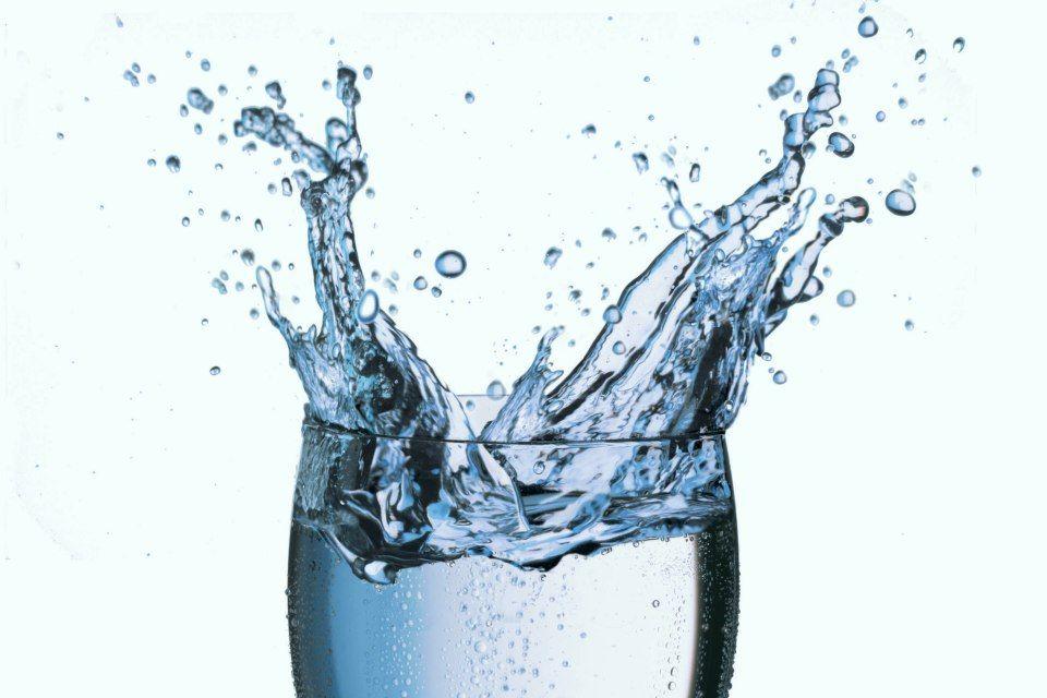 víz (víz pohárban)