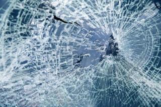Betört szélvédő (baleset, karambol,)
