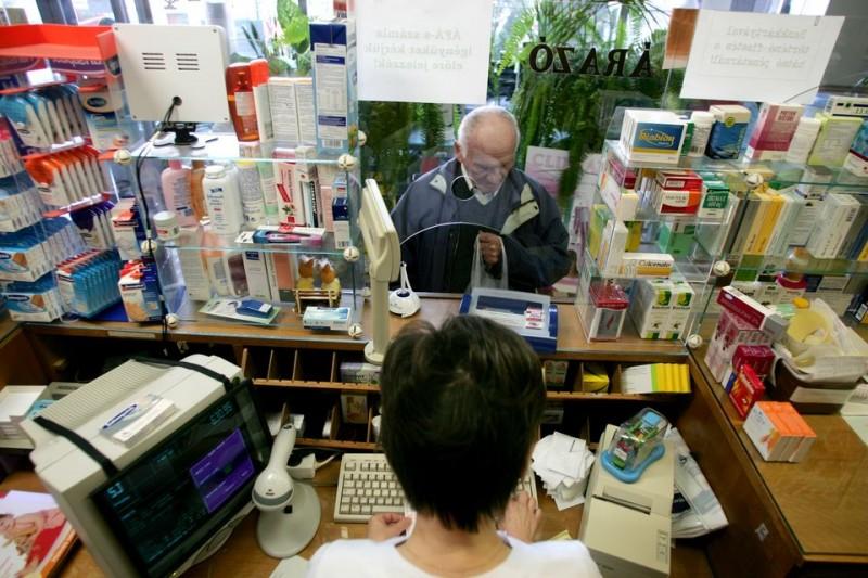 Gyogyszertar(2)(210x140)(1).jpg (nyugdíjas, gyógyszertár, patika, orvosság, gyógyszer, egészségügy, )