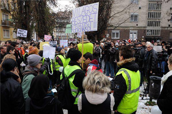 Hallgatói tiltakozás - Középiskolások tüntetése Szegeden (Hallgatói tiltakozás - Középiskolások tüntetése Szegeden)