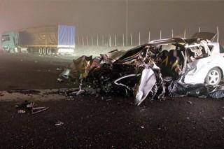 baleset autó és kamion ütközött (karambol, kamion, személyautó, )