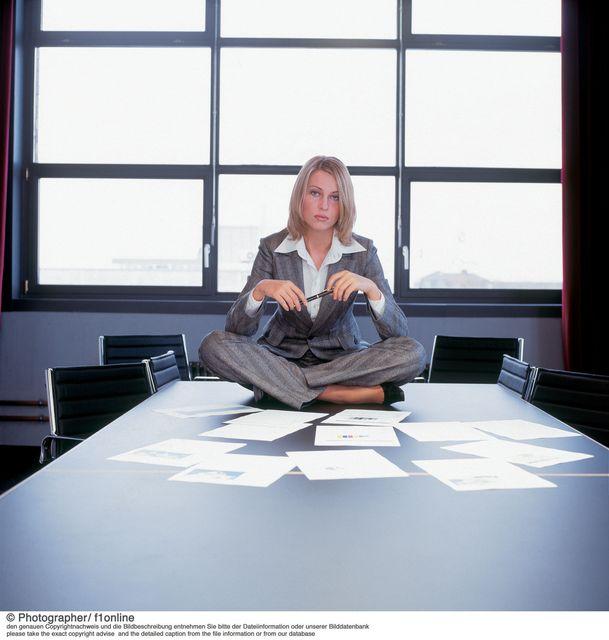 női főnök (női főnök, )