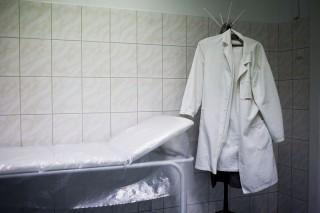 Csökkenő bérek, elvándorló orvosok (egészségügy, )