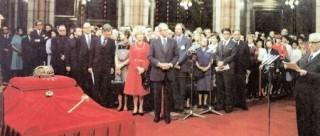 Cyrus Vance átadja a Szent Koronát a parlamentben (Szent korona, Cyrus Vance)