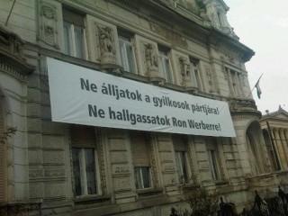 Fideszes-uzemet(210x140)(1).jpg (fidesz, székház, üzenet, )