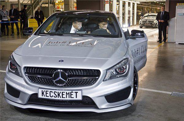 Orbán Viktor autót vezet (Orbán Viktor autót vezet)