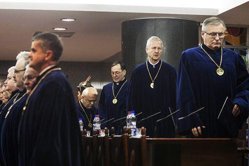 alkotmánybírák (alkotmánybíró, alkotmánybíróság, )