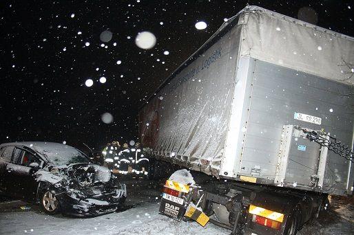 baleset a 8-ason (kamion baleset, havas út baleset, kamionbaleset)