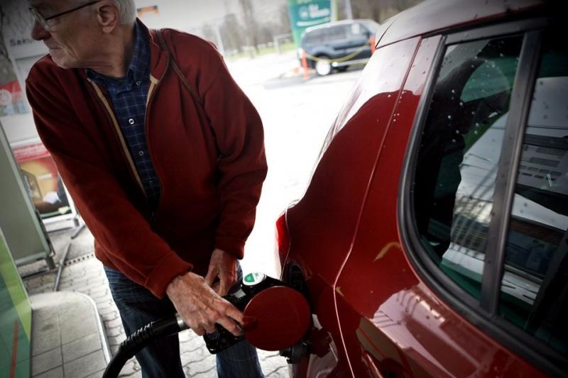 benzin (benzin, tankolás, üzemanyag, )