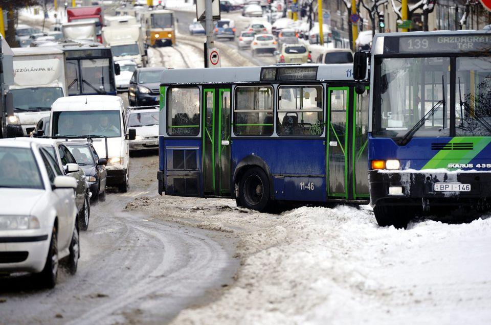 elakadt buszok (bkv, havazás, )