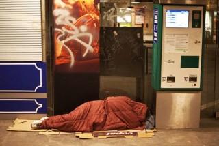 hajlektalan-aluljaroban(210x140)(4).jpg (hajléktalan aluljáróban)