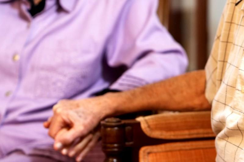 idős-kezek (idős pár kéz)