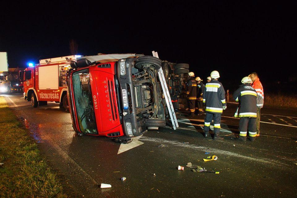 kamion (baleset, kamion, felborult kamion, )