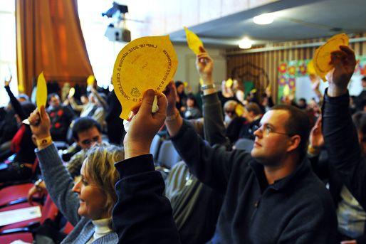 küldöttek szavaznak az lmp kongresszusán (küldöttek, szavazás, lmp)