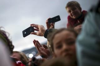 okostelefon (okostelefon, gyerek, iphone, koncert, )