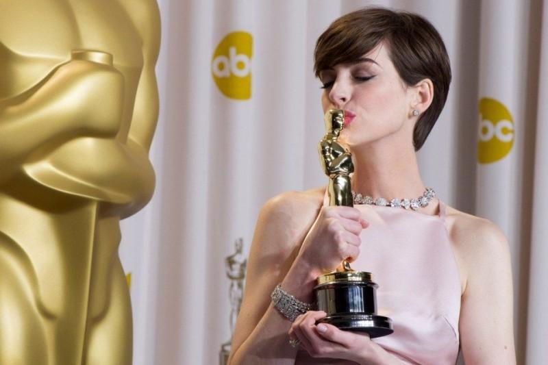 Anne Hathaway (Anne Hathaway)