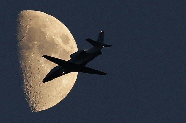 Cessna (cessna, kisgép, repülő, hold, )