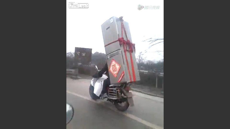 Hűtő motoron (hűtőgép, motor, szállítás, )