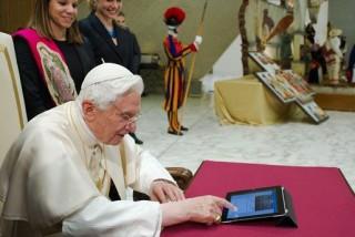 benedek pápa twitterezik (benedek pápa, )