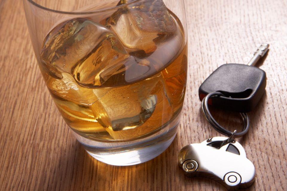 ital-indítókulcs (részeg sofőr, ittas vezetés, )