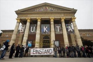 műcsarnok demonstráció (műcsarnok, tiltakozás, )