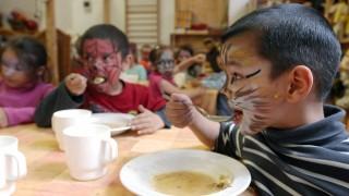 szegény gyerekek esznek  (leves, étkezés, szegény gyerek, )