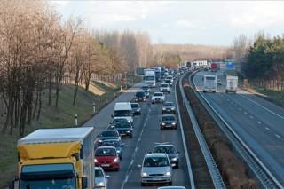 torlódás az m5-ös autópályán a főváros felé (m5-ös, baleset miatt torlódás az m0-ás előtt)