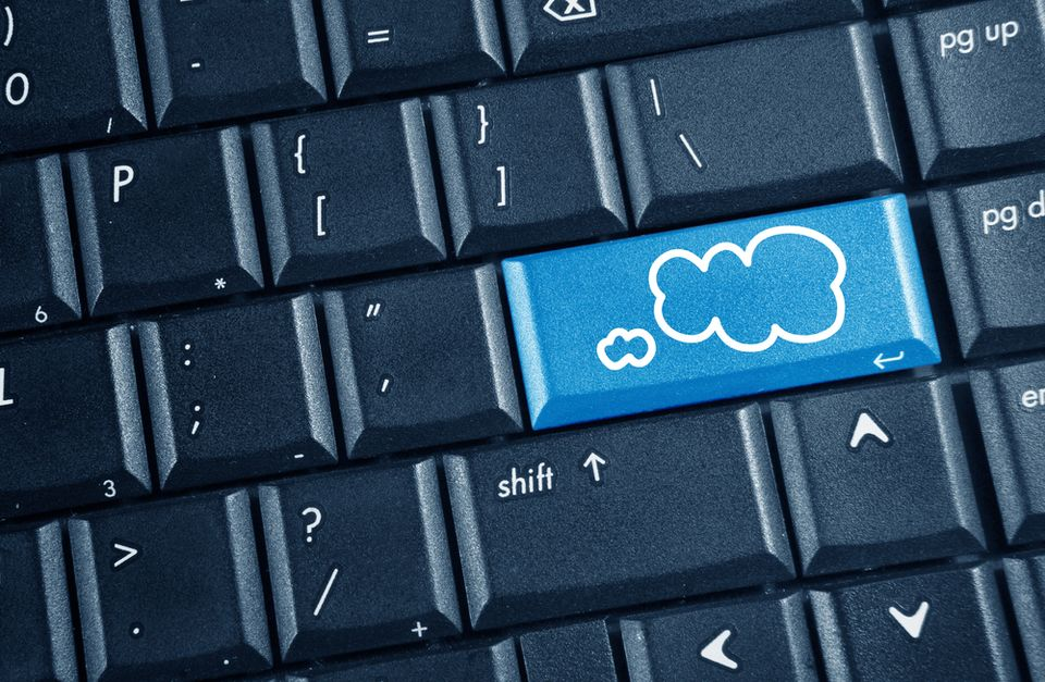 Az IT jövője: beruházás helyett béreljen (számítógép, billentyűzet, felhő, felhőalapú,)
