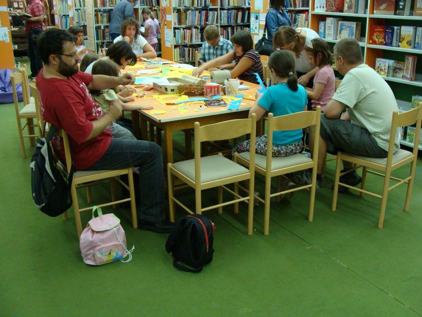 Gyerekprogram a Somogyiban (gyermekrogram, Somogyi-könyvtár, kezmuves foglalkozás)