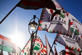 Jobbik-zaszlok(430x286)(1).jpg (Jobbik, Zászló, Szélsőjobb)