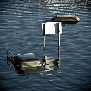 auto-vizben(210x140)(1).jpg (autó vízben)