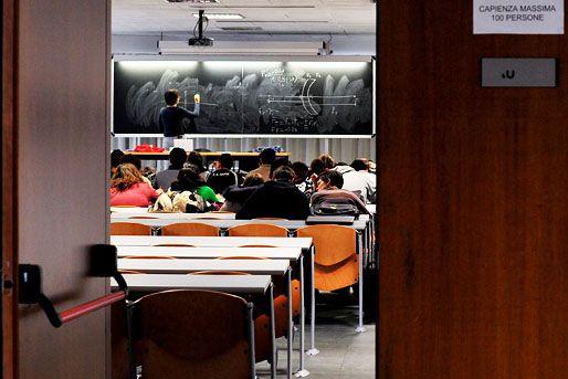 egyetemi-ora(960x640)(1).jpg (egyetem, tanítás, tanuló, egyetemista)