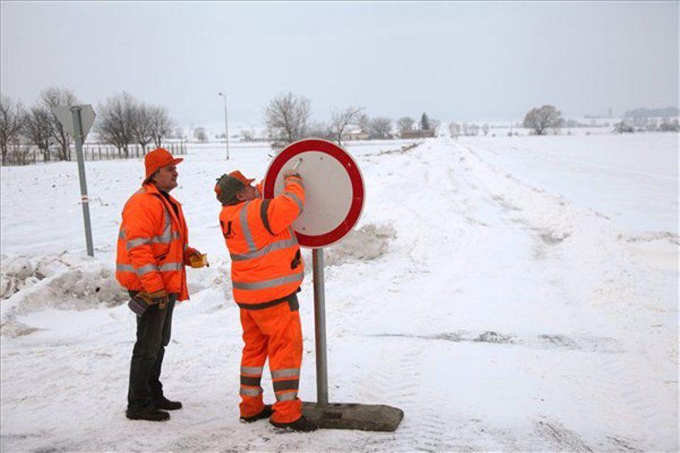 havazás behajtani tilos (havazás útlezárás)