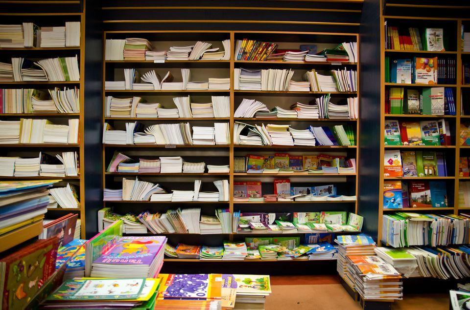 könyv  (könyv, könyves bolt, könyvtár)