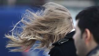 széllökés (viharos szél, )