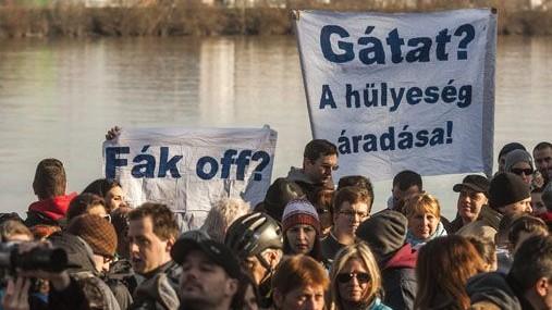 tüntetés a rómain (Római part)