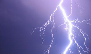 villam(1)(210x140)(2).jpg (villámcsapás, agyagosszergény, focimeccs, vihar, )
