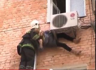 Életmentő légkondi (légkondicionáló, nyugdíjas, ablak, tűzoltó, mentés, )