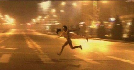 Meztelen guminős futás2 (guminő, meztelen, futás, )