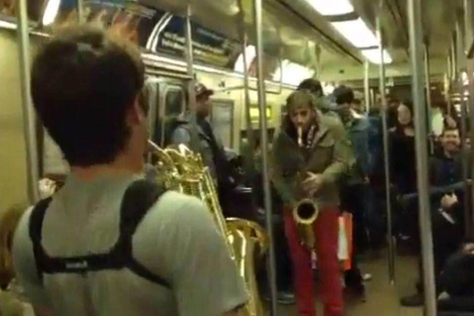 Szaxi csata a New York-i metrón (szaxofon, metró, new york, )
