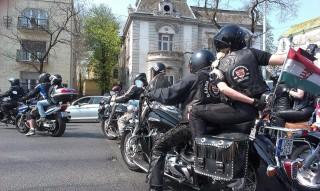 Tüntető motorosok (motorosok, )