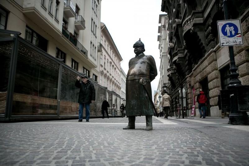 csendőr szobor (csendőr szobor)
