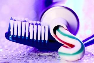 fogmosás (fogkrém, fogkefe, )