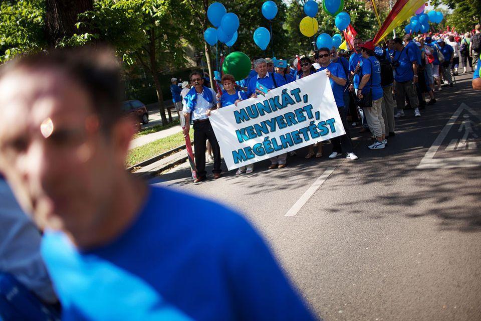 május 1 szakszervezeti tüntetés (szakszervezeti tüntetés, munkát és kenyeret, május 1, )