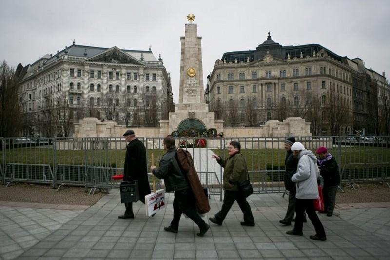 munkáspárt (munkáspár, szovjet emlékmű)