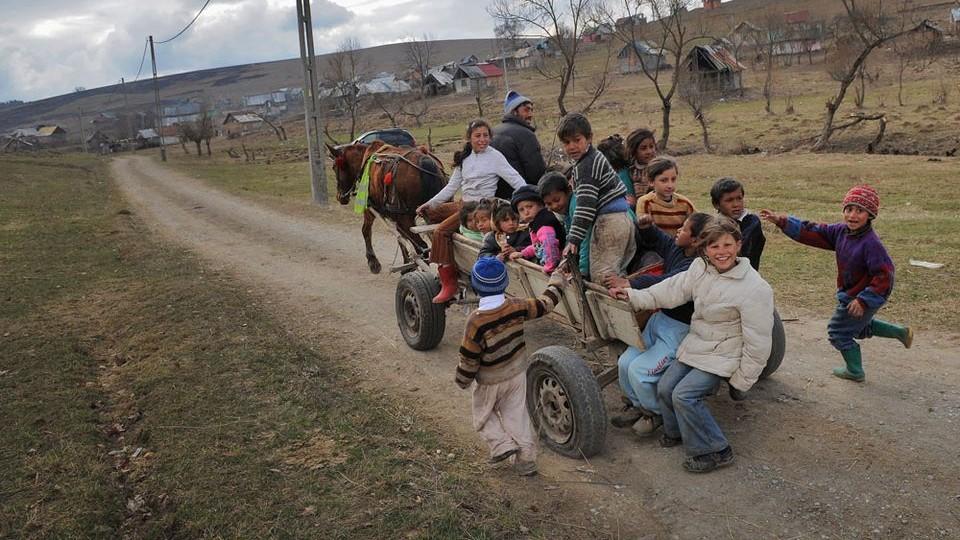 romániai falu (románia, falu, szekér)